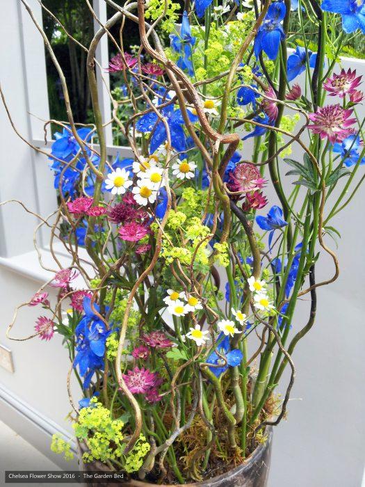 66-chelsea-flower-show-2016-garden-bed-floristry