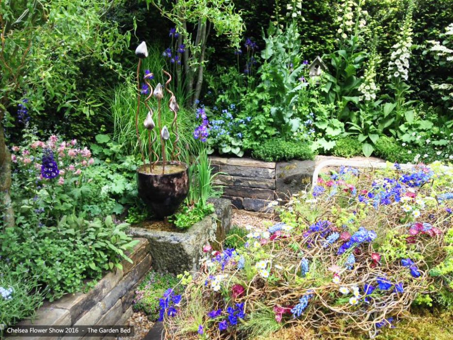 67-chelsea-flower-show-2016-garden-bed-water-fountain-feature