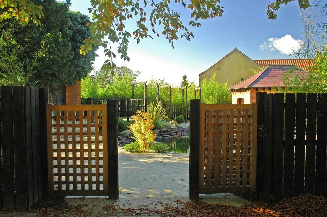 Hesley japan gate_1600x1064