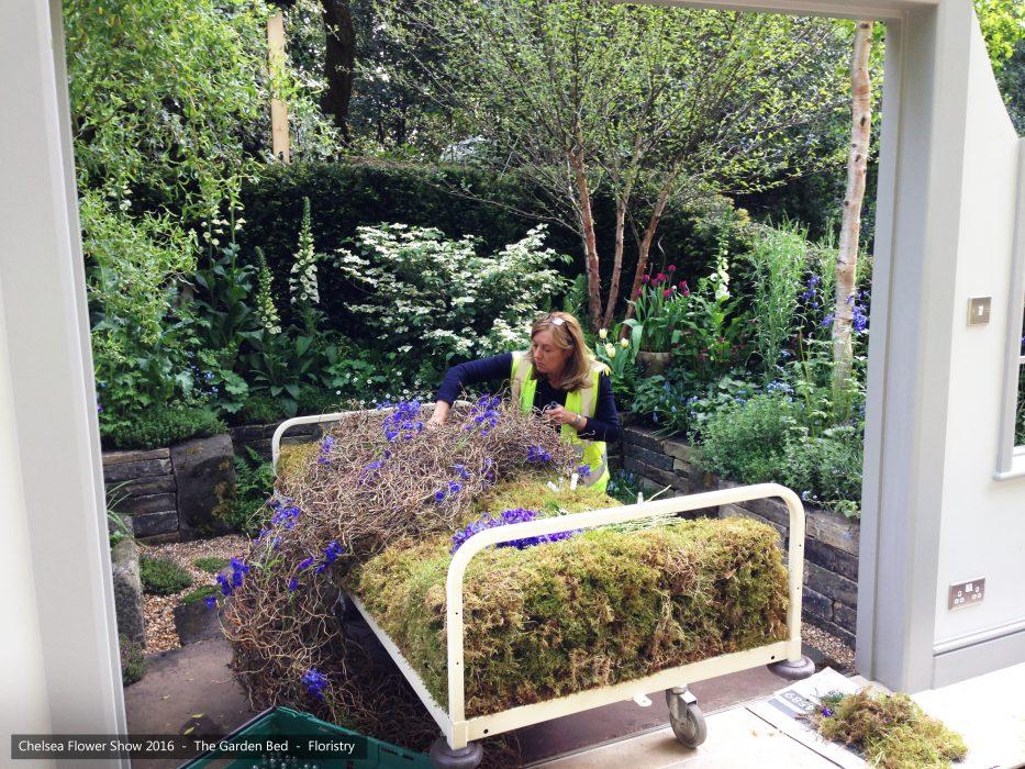 26-chelsea-flower-show-2016-garden-bed-floristry
